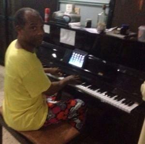 Femi-Kuti-piano