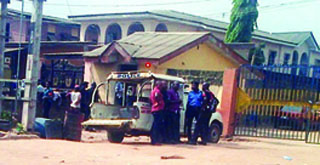 Owutu-police-station-where-oil-thieves-invaded-and-killed-two-policemen-last-night-PHOTO-DAMILARE-OKUNOLA (1)