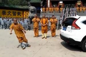 Shaolin-monk-uses-his-ear-to-drag-SUV-backward