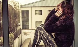 Megan-Stephens-sitting-on-007