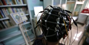 449171-a-boy-who-was-addicted-to-the-internet-has-his-brain-scanned-for-resea-e140958186787223150622