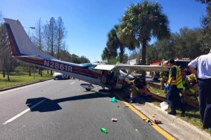 Small-plane-pilot-manages-emergency-crash-landing-on-Florida-road