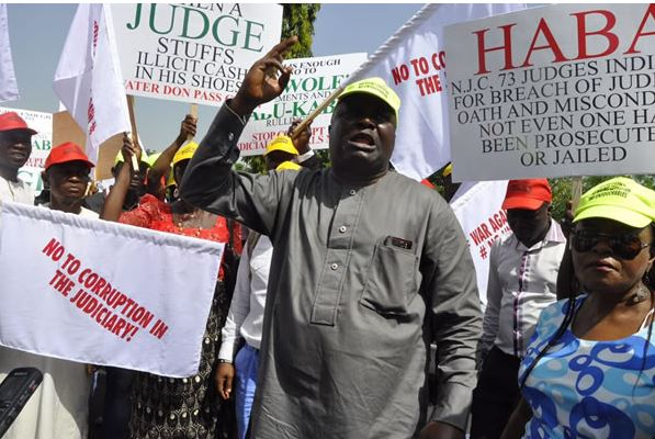 Protesters ask arrested judges to step down