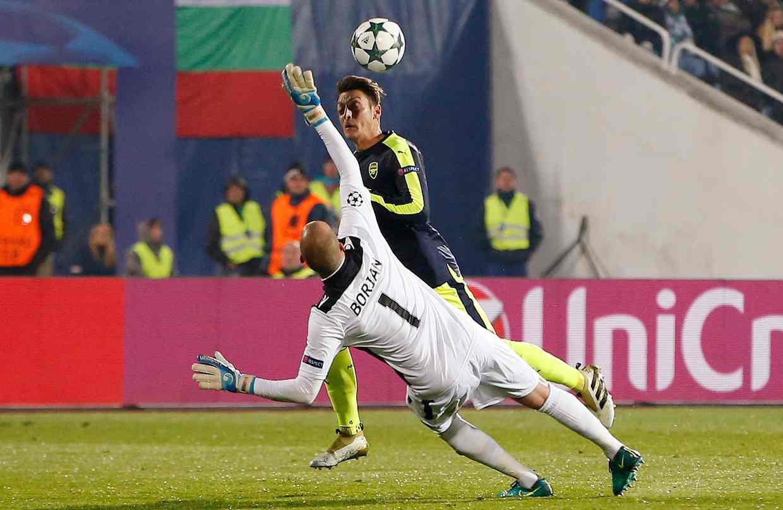 Ozil's late goal ensured an Arsenal win