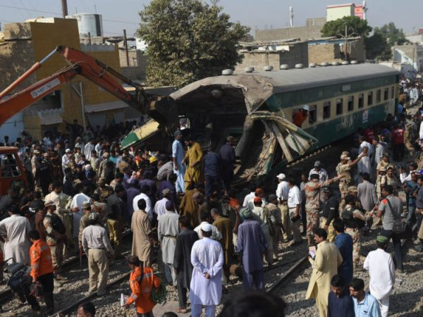 PAKISTAN-ACCIDENT-RAILWAY