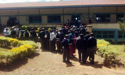 student-kenya-school