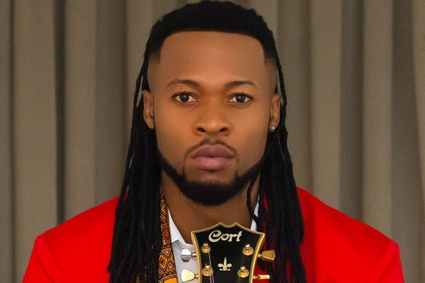 Super Snake 2017 >> Flavour Shares 'Father-Daughter' Moment With His Cute Daughters - INFORMATION NIGERIA