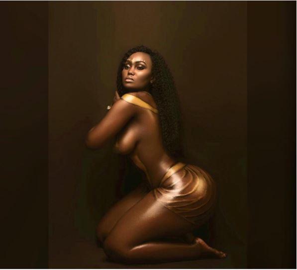 Kenya Booty Queen Bares N*ked Body in Arousing Photos