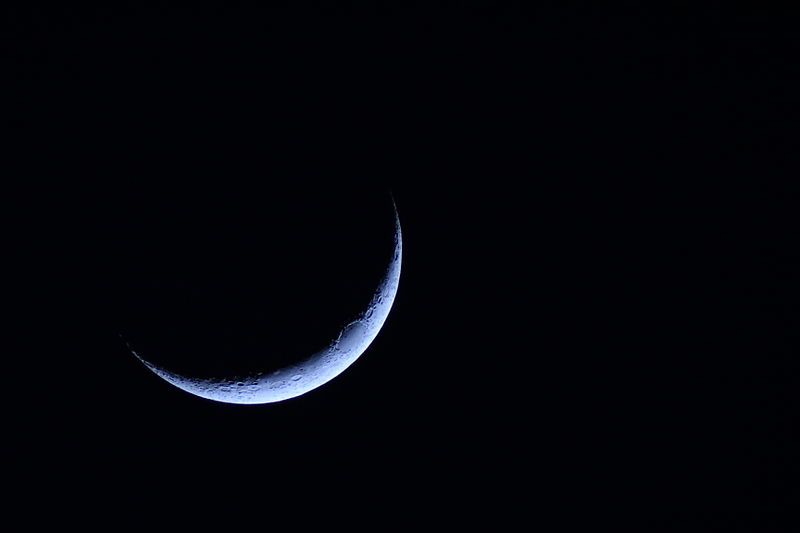 crescent moon - Eid-el-fitri: Moon sighted in Saudi Arabia