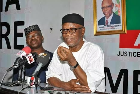 """2019 lagos apc rejects extension of odigie oyeguns tenure as national chairman - Oshiomhole chasing people out of APC with his """"agbero"""" style of engagement – Oyegun"""