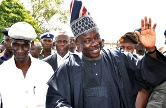Nigerians React: Amosun surrenders 1000 AK47 rifles, 4million bullets acquired before 2019 elections