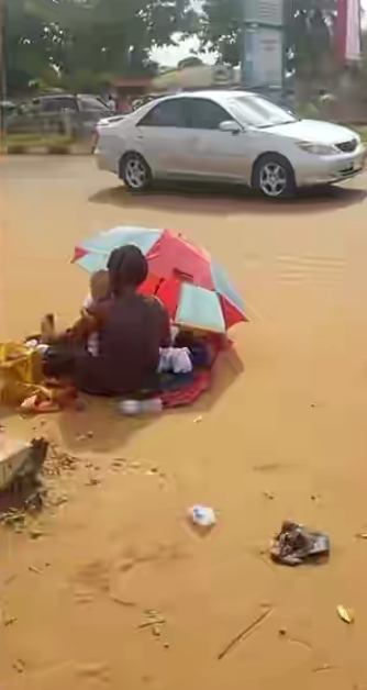 Women who gave birth to triplets begging on the street