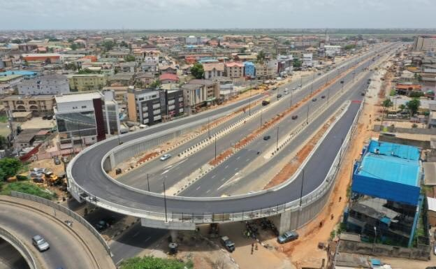 """Video: Excited Nigerians welcome Buhari to Lagos to commission """"uncompleted' projects"""
