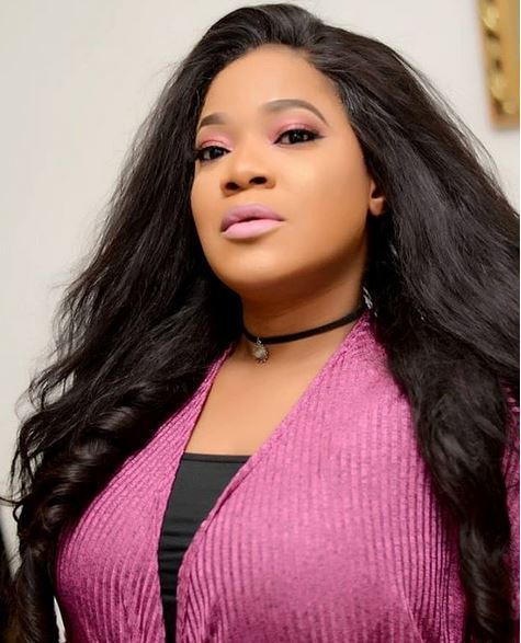seyi edun sked upcoming actress to kneel down for insulting her