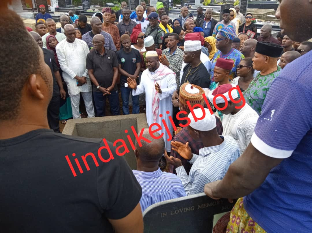 [Photos/Video]: Adekunle Gold, Simi, Jide Kosoko pay their last respect as his father is buried