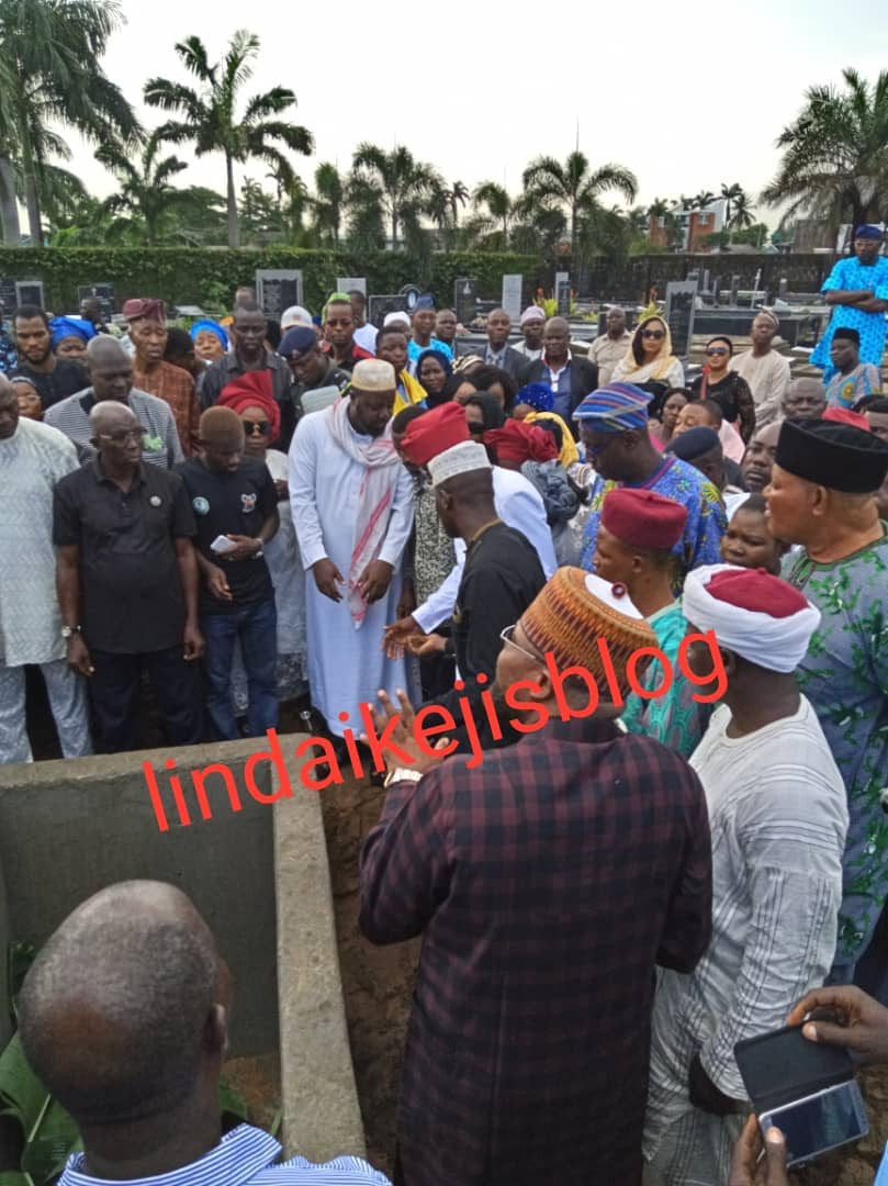 5cf1302b8c604 - [Photos/Video]: Adekunle Gold, Simi, Jide Kosoko pay their last respect as his father is buried