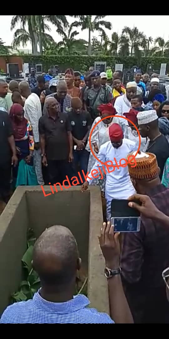 5cf13048dec4b - [Photos/Video]: Adekunle Gold, Simi, Jide Kosoko pay their last respect as his father is buried