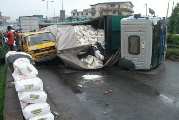Just In: Another Container Falls On Ojuelegba Bridge(Photos)
