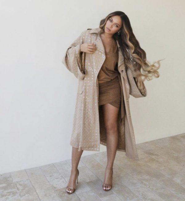 0026F036 E313 4292 B02C 50A6E05EAA36 - [Photos]: Beyonce goes completely nude