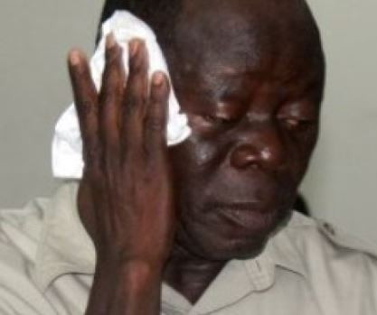 1 19 - Oshiomhole, 14 others beaten by thugs in Edo state