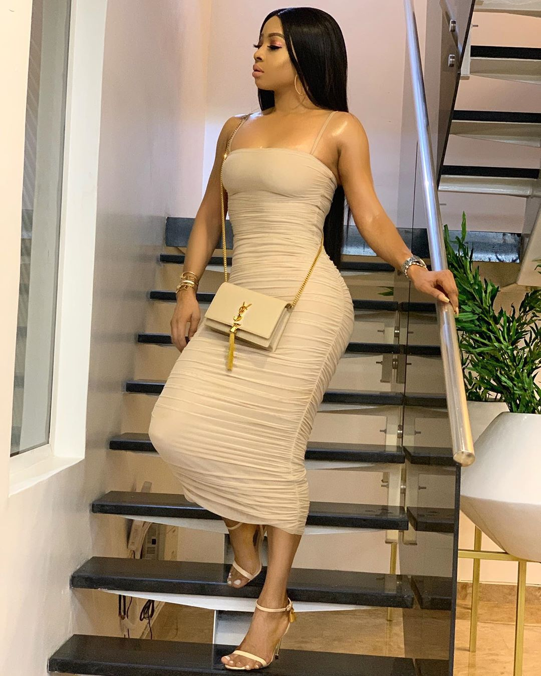 1 2 - Toke Makinwa Shares Her Nude Picture With Fans