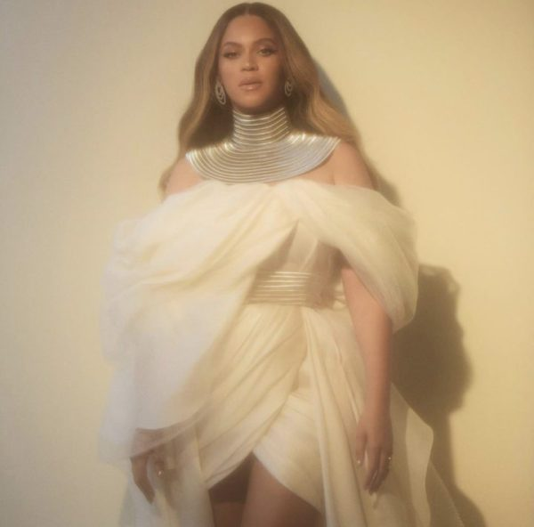 [Photps]: Beyonce shares new alluring images amidst Nicole Curran drama