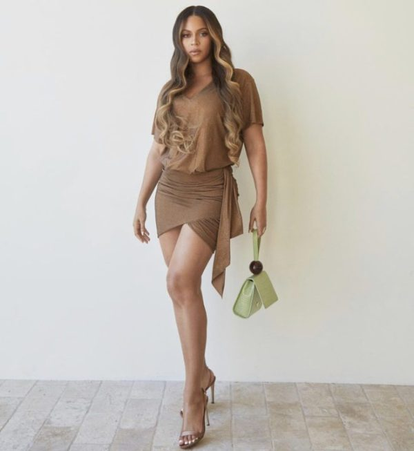 FEBBF1D6 7A11 47FF 899A D907A3CDAC50 - [Photos]: Beyonce goes completely nude
