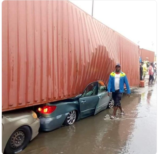 apap - [GRAPHIC PHOTO]: Container Falls On Cars Crushing It To Ruins In Apapa