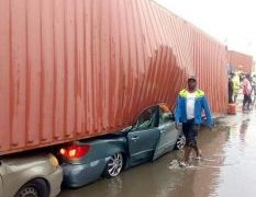 Just In: Container Falls On Multiple Vehicle In Lagos