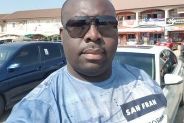 Man Narrates How His Car Window Was Broken In Broad Day Light By Robbers Who Wanted To Take The Money He Had Gone To Withdraw