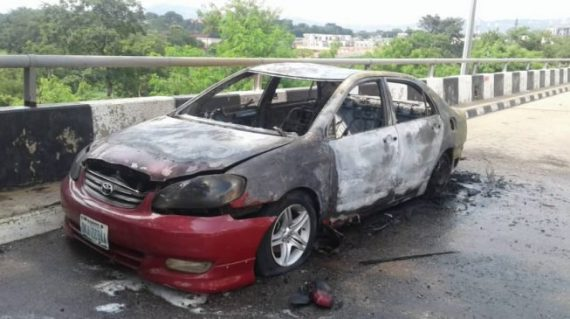 PHOTOS: Shi'ites destroy cars at national assembly (Photos)