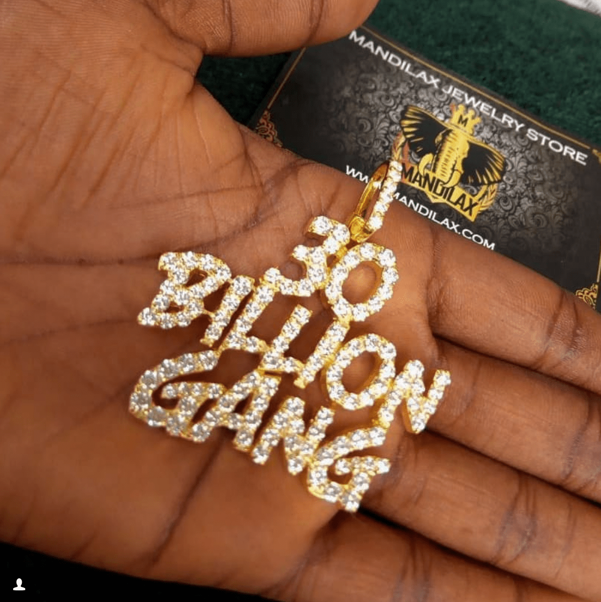 """Screen Shot 2018 05 11 at 5.00.37 PM - Davido's """"Customized 30BG"""" Chain Sold For N4000 In Lagos (Video)"""