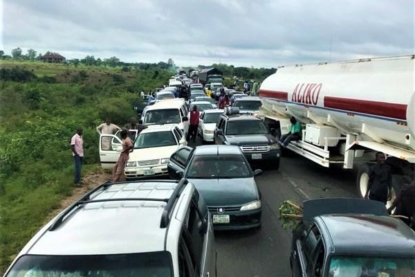 Potesting drivers block abuja-kaduna highway