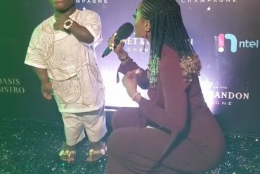 Female Presenter Squats To Interview Shatta Bandle In Lagos (Photo)