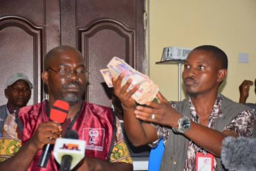 KogiDecides: INEC Official Presents N50k Bribe Offered By Politicians