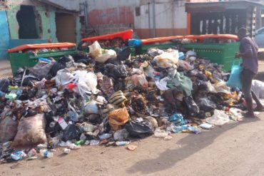 Exclusive: Dirt, Clogged Gutters, Human Waste 'Beautify' Mega City Of Lagos