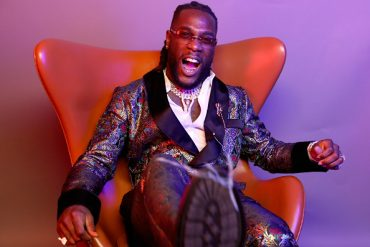 Nigerians Drag Burna Boy Over Nonchalant Attitude During His Show