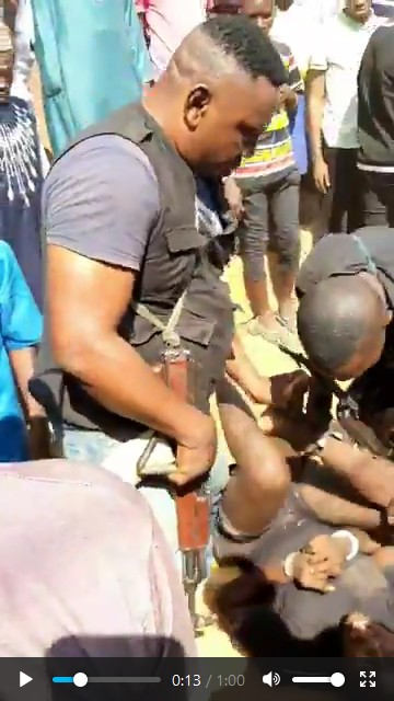 The SARS officers manhandling the man