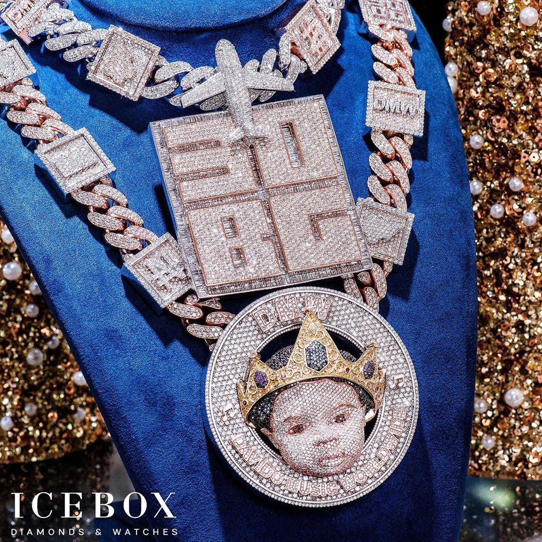 2f98cc48 3e9c 42bf baee 9ce9ed848292 - Davido Reveals Face Of His Son On Diamond Necklace Worth N150m (Photos)