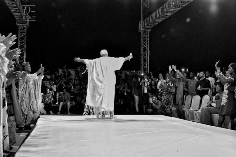 5e0217817f688 3 - Photos: Ooni Of Ife Walks In A Fashion Show