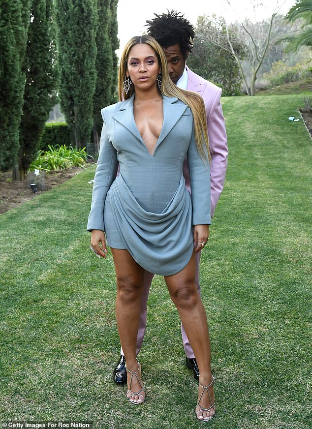 BDC4BD3C 53C3 48EB B7D0 11EC3E961AFC - Beyoncé, Jay-Z Strike Pose At Annual Roc Nation Pre-Grammy Brunch
