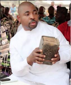 MC OLuomo while disbursing cash to widows
