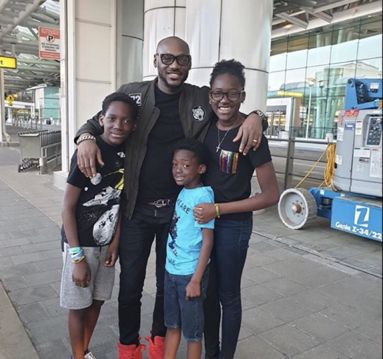 Singer, 2face and his kids