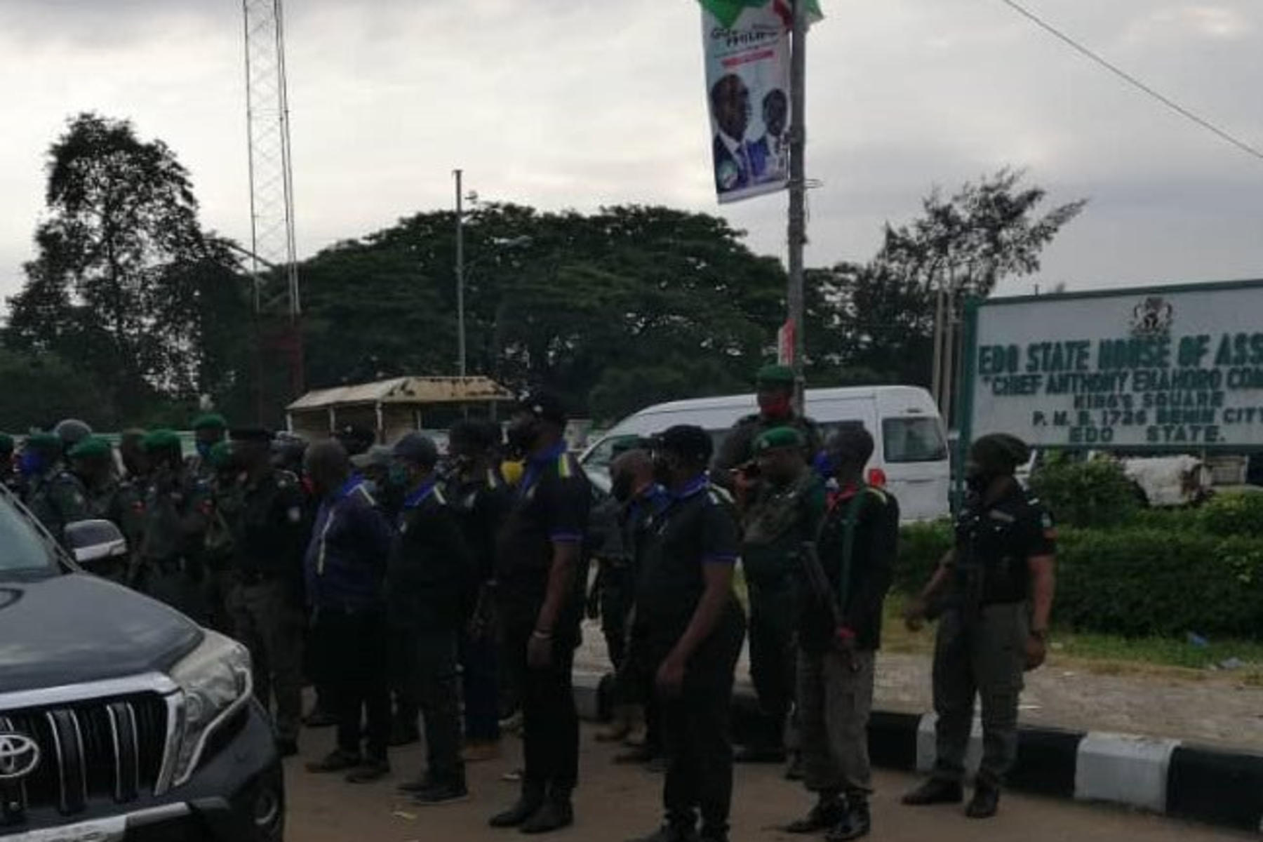 policemen lay siege on Edo Assembly