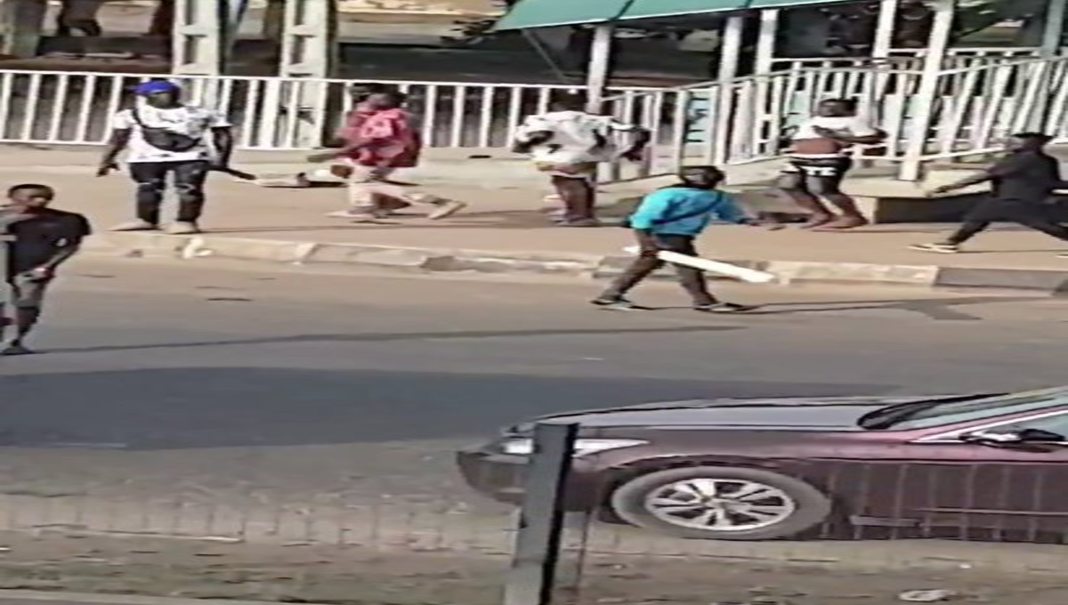 #EndSWAT: Thugs Attack Protesters In Lagos (Video)