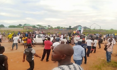 BREAKING: Abuja #EndSARS Protesters Block Kuje, Airport Road
