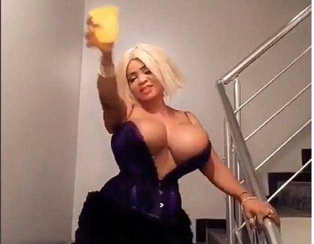 Cossy Ojiakor joins #EndSARS with her full chest (video)