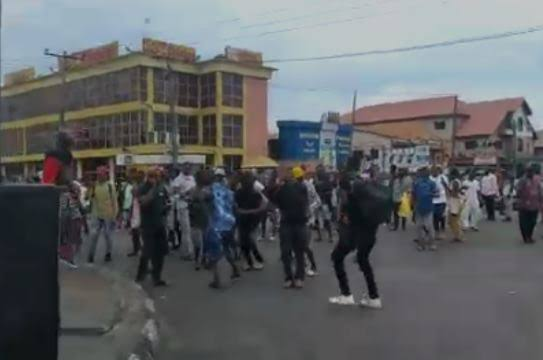 #EndSARS Protesters take over apple junction in Festac, Lagos