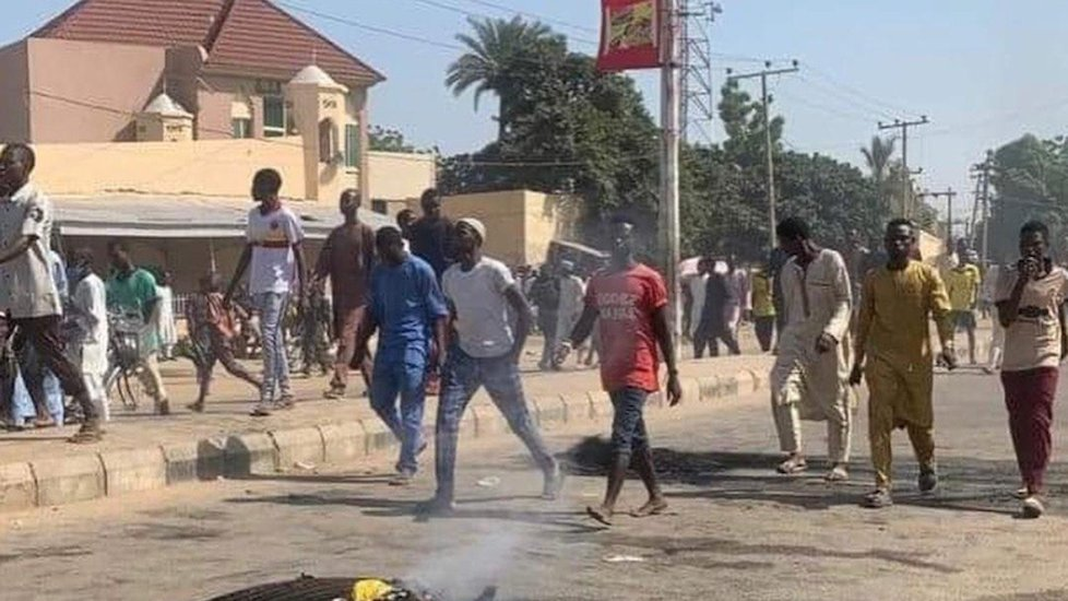 EndSARS: Police, Hoodlums Clash In Benin-City