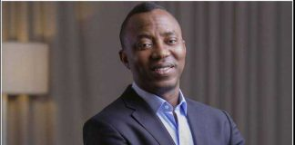 Omoyele Sowore reportedly sent home by #EndSars protesters (video)